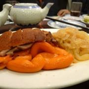 乳豬拼盤 Part II:  乳豬、燒鴨、海蜇、豬生腸